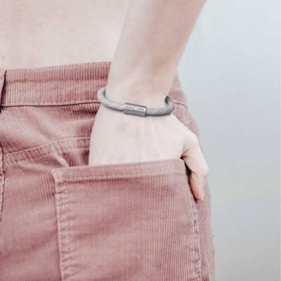 Armband mit mattsilbernem Magnetverschluss und Textilkabel ERD22