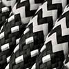 Schwarz und Weiß mit Zick-Zack-Kabel